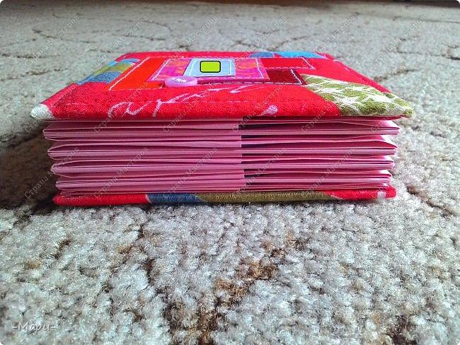 Привет, Стана Мастеров! Это продолжение серии альбом для хранения дисков с семейными фото, их будет еще несколько. Первый семейный http://stranamasterov.ru/node/1031662 . Альбом 12,5*12,5, корешок 3,5, 5 разворотов, вмещает 10 дисков, переплет: прошитый на швейной машинке, обложка тканная: хлопок. фото 5