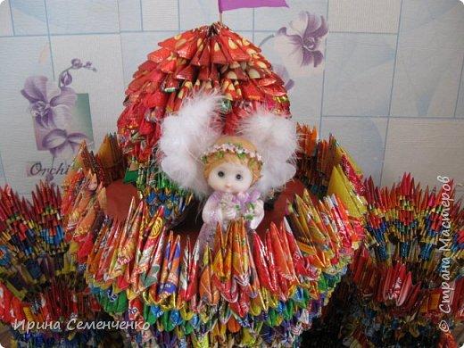 """Этот замок сделан по книге """"Забавные фигурки .Модульное оригами."""" Т.Просняковой.Вместо бумаги модули сложены из конфетных обёрток. Ярко и красиво получилось!. фото 4"""