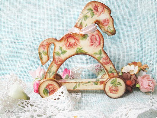 Добрый вечер, Страна! Появилось немного свободного времени, хочу показать деревянных лошадок в технике декупаж.  фото 9