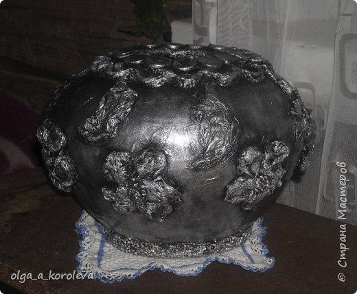Эта ваза - из старого плафона. Внутри отделана атласной тканью. фото 2