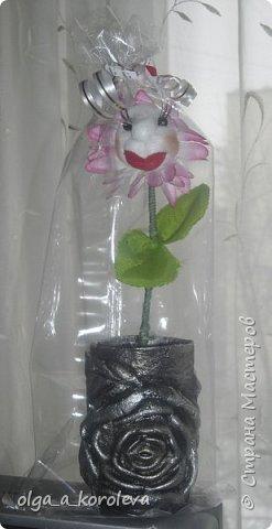 Эта ваза - из старого плафона. Внутри отделана атласной тканью. фото 3