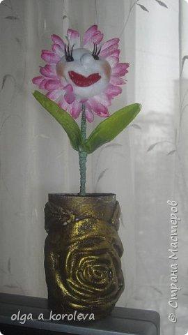 Эта ваза - из старого плафона. Внутри отделана атласной тканью. фото 4