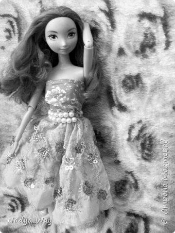 Привет,это снова мы.Пошилось два комплекта.Юбка и топ и платье для Мэр.Это куколка сестры,зовут Рейчел.Возможно Рейчел иногда будет появляться у меня в блогах.Поэтому прошу любить и жаловать. фото 3