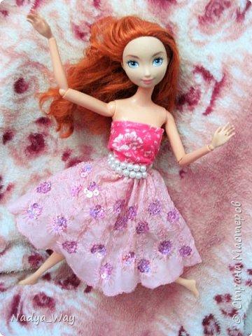 Привет,это снова мы.Пошилось два комплекта.Юбка и топ и платье для Мэр.Это куколка сестры,зовут Рейчел.Возможно Рейчел иногда будет появляться у меня в блогах.Поэтому прошу любить и жаловать. фото 5