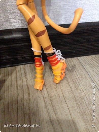 В один свободный вечер решила сплести из резиночек куколкам гардероб =) к лету готовы!!!  фото 6
