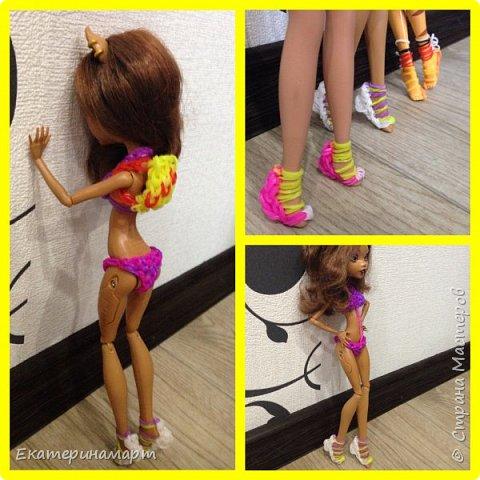В один свободный вечер решила сплести из резиночек куколкам гардероб =) к лету готовы!!!  фото 5
