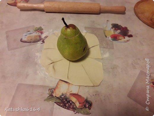 Здравстуйте , уважаемые мастера и мастерицы, хочу поделится рецептом очень простого  в приготовлении и вкусного десерта. Это фрукты запеченые в слоеном тесте . фото 7