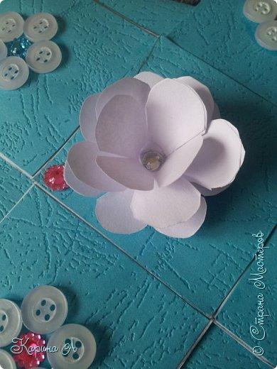 Здравствуйте! Сегодня я хочу показать Вам МК вот таких цветочков. В СМ я не видела такого МК, поэтому если найдете, скажите мне. Для этого нужна Бумага, клей и полубусина. фото 1