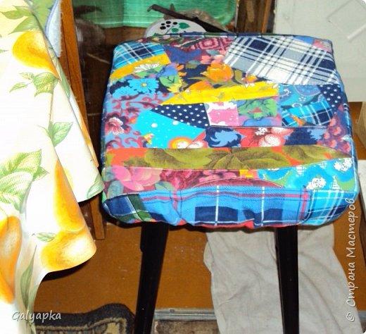 Мое первое одеяло, делала в 2010г. на основе старого пледа. Правда без всякой систематизации, просто накопились байковые лоскутики, решила наконец-то сшить из них одеяло о котором давно мечтала. Плюс старая бабушкина вышивка которую было жалко выкинуть и вот результат.  фото 12