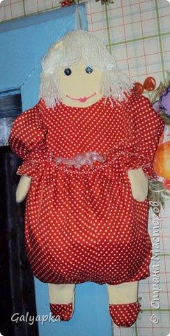 Мое первое одеяло, делала в 2010г. на основе старого пледа. Правда без всякой систематизации, просто накопились байковые лоскутики, решила наконец-то сшить из них одеяло о котором давно мечтала. Плюс старая бабушкина вышивка которую было жалко выкинуть и вот результат.  фото 13