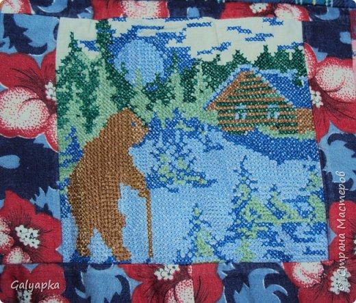 Мое первое одеяло, делала в 2010г. на основе старого пледа. Правда без всякой систематизации, просто накопились байковые лоскутики, решила наконец-то сшить из них одеяло о котором давно мечтала. Плюс старая бабушкина вышивка которую было жалко выкинуть и вот результат.  фото 3