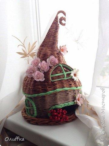 Добрый день всем! Плетением занимаюсь всего пару месяцев. Очень понравилась идея плетеного чайного домика, но никак не решалась. И вот в итоге что получилось, мой первый опыт в плетении домика.  Буду рада Вашей оценки и мнению. фото 3