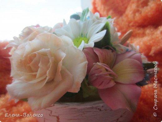 """Доброго денечка, страна и ее жители. Я сегодня к Вам с маленькой летней композицией. Сперва была идея сделать букетик жиденький, как говориться, таким что бы цветочек за цветочком гонялся. Но муж запротестовал. Попросил сделать """"набитый"""" букетик. Вот что получилось. фото 8"""
