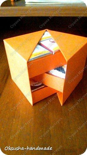 Моя проба пера по освоению дизайна новой коробочки на 36 шоколадок.  Отличная идея для подарка на день рождения, свадьбу, день учителя или другому поводу!  Просто идеальная коробочка, рассчитанная на три  яруса, в которых можно, как положить одинаковые по стилистике обертки, так и разные, например, как я из имеющегося материала, сложила этот кубик. Первый ярус - кофейная тематика, второй ярус - шоколад для вечно худеющих, третий слой - с днем рождения.  Спасибо за МК: http://stranamasterov.ru/node/998669?c=favorite. Пришлось, конечно, сделать свои расчеты, но коробочка вышла отличная! Буду теперь работать над внешним дизайном. Еще раз огромное спасибо за идею и МК мастерице Страны Мастеров! фото 10