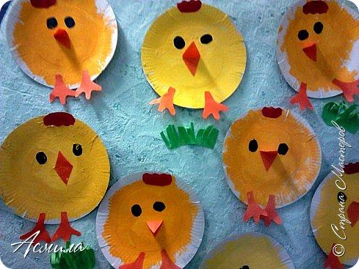 Весёлых тарелочных цыплят делали с трёхлетками ещё по осени.  Также  можно приурочить изготовление таких цыпляток к празднику Пасхи. И в летние деньки такая поделка  будет актуальна. фото 8