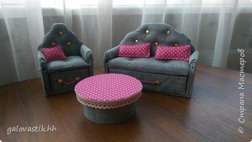 У дочурки скоро день рождение, решили подарить домик-стеллаж, а что бы куколкам не было грустно, решила сделать мебель для них))) фото 1