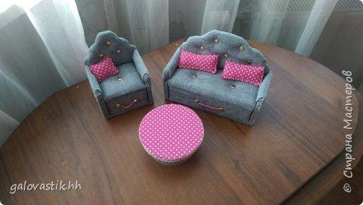 У дочурки скоро день рождение, решили подарить домик-стеллаж, а что бы куколкам не было грустно, решила сделать мебель для них))) фото 2