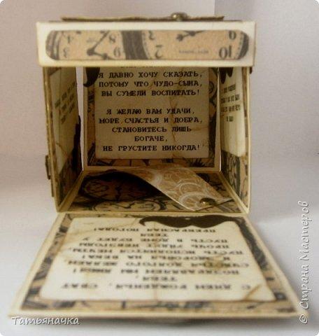Открытка для мужчины, не обычной формы в виде коробочки. Сделана из кардстока, фон скрапбумага, украшена вырезными элементами. Размер 10х10. фото 1