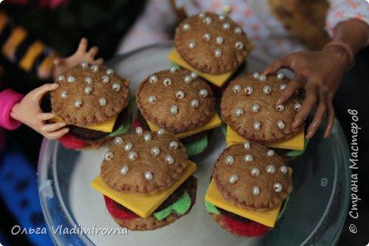 """Бургер, гамбургег, чизбугер и любой другой бигмак можно сделать в качестве еды для кукол или как сувенирный брелок. Особенно такие """"съедобные"""" сувенирчики нравятся мальчишкам ну и всем кто любит поесть))"""