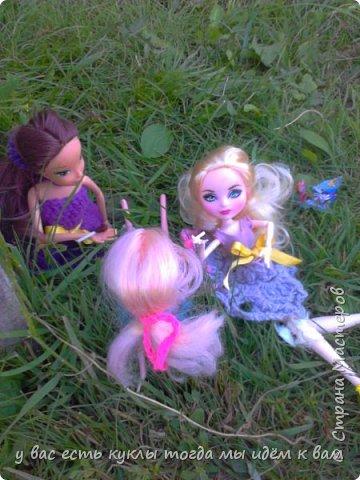 делаем ооак 2 куклы крис кос ,потому что я с ней дружу и живём мы на одной улице а эпл моя она моя первая эверашка у неё серая юбка и она справа фото 1
