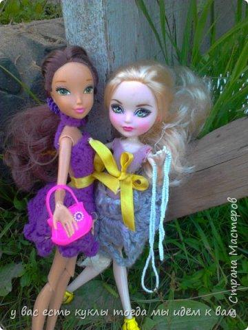 делаем ооак 2 куклы крис кос ,потому что я с ней дружу и живём мы на одной улице а эпл моя она моя первая эверашка у неё серая юбка и она справа фото 3