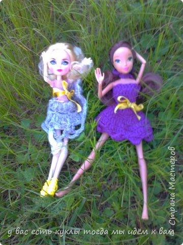 делаем ооак 2 куклы крис кос ,потому что я с ней дружу и живём мы на одной улице а эпл моя она моя первая эверашка у неё серая юбка и она справа фото 8