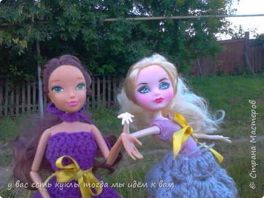 делаем ооак 2 куклы крис кос ,потому что я с ней дружу и живём мы на одной улице а эпл моя она моя первая эверашка у неё серая юбка и она справа фото 9