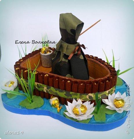 Домик - подарок на день рождения мальчика Вани. Конфеты внутри домика, в цветочках и зверюшки из конфет. Ване исполняется 5 лет. Думаю, что автомобили, мотоциклы, корабли подождут! фото 11