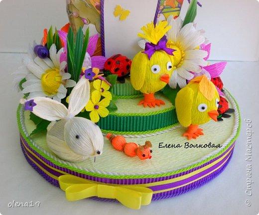 Домик - подарок на день рождения мальчика Вани. Конфеты внутри домика, в цветочках и зверюшки из конфет. Ване исполняется 5 лет. Думаю, что автомобили, мотоциклы, корабли подождут! фото 3