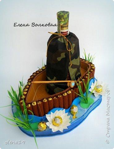 Домик - подарок на день рождения мальчика Вани. Конфеты внутри домика, в цветочках и зверюшки из конфет. Ване исполняется 5 лет. Думаю, что автомобили, мотоциклы, корабли подождут! фото 12