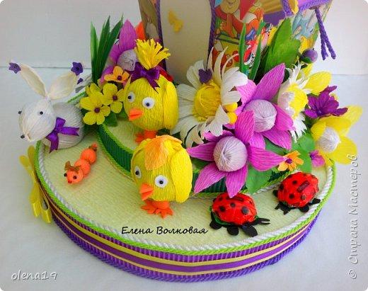 Домик - подарок на день рождения мальчика Вани. Конфеты внутри домика, в цветочках и зверюшки из конфет. Ване исполняется 5 лет. Думаю, что автомобили, мотоциклы, корабли подождут! фото 4