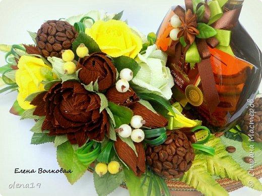 Домик - подарок на день рождения мальчика Вани. Конфеты внутри домика, в цветочках и зверюшки из конфет. Ване исполняется 5 лет. Думаю, что автомобили, мотоциклы, корабли подождут! фото 8