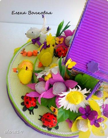 Домик - подарок на день рождения мальчика Вани. Конфеты внутри домика, в цветочках и зверюшки из конфет. Ване исполняется 5 лет. Думаю, что автомобили, мотоциклы, корабли подождут! фото 6