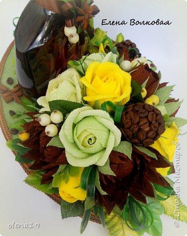 Домик - подарок на день рождения мальчика Вани. Конфеты внутри домика, в цветочках и зверюшки из конфет. Ване исполняется 5 лет. Думаю, что автомобили, мотоциклы, корабли подождут! фото 10