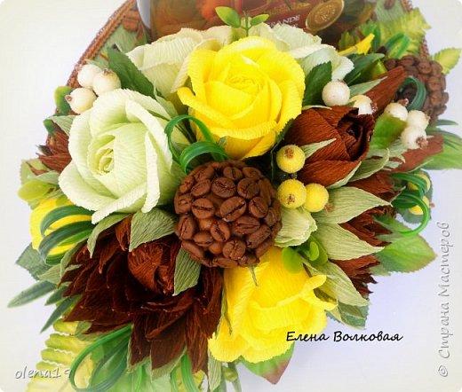 Домик - подарок на день рождения мальчика Вани. Конфеты внутри домика, в цветочках и зверюшки из конфет. Ване исполняется 5 лет. Думаю, что автомобили, мотоциклы, корабли подождут! фото 9