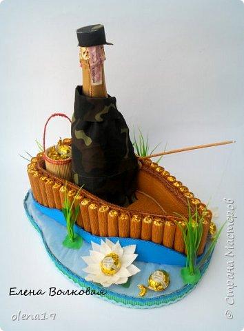 Домик - подарок на день рождения мальчика Вани. Конфеты внутри домика, в цветочках и зверюшки из конфет. Ване исполняется 5 лет. Думаю, что автомобили, мотоциклы, корабли подождут! фото 13