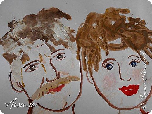 Создали с малышами семейный портрет. Использовали различные способы рисования. Каждый внёс свой вклад. Теперь картина висит в нашей раздевалке и настраивает на добрый лад. фото 6