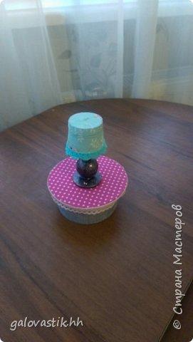 У дочурки скоро день рождение, решили подарить домик-стеллаж, а что бы куколкам не было грустно, решила сделать мебель для них))) фото 6