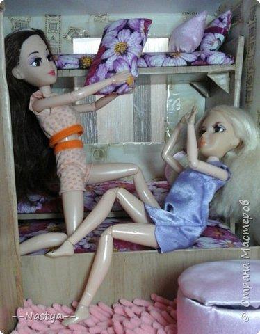 Доброе время суток! Решила я устроить для своих куклят ночёвку. Так же показать их ночнушки и комнату. фото 17