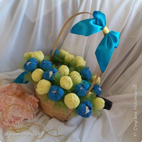 Букет крокусов. В составе: две упаковки конфет рафаэлло и алкогольный сюрприз =))))  фото 1