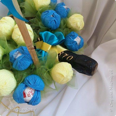 Букет крокусов. В составе: две упаковки конфет рафаэлло и алкогольный сюрприз =))))  фото 2