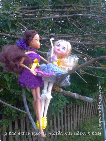 делаем ооак 2 куклы крис кос ,потому что я с ней дружу и живём мы на одной улице а эпл моя она моя первая эверашка у неё серая юбка и она справа фото 10
