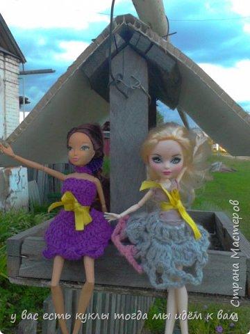 делаем ооак 2 куклы крис кос ,потому что я с ней дружу и живём мы на одной улице а эпл моя она моя первая эверашка у неё серая юбка и она справа фото 12