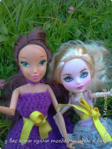 делаем ооак 2 куклы крис кос ,потому что я с ней дружу и живём мы на одной улице а эпл моя она моя первая эверашка у неё серая юбка и она справа фото 13