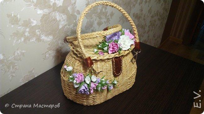 Доброго времени суток, гости и жители страны мастеров!!! Лето - замечательная пора.... и хочется сотворить что-то необычное... Позавидовала на сумочки наших мастериц.... и себе сплела... В декор добавила цветы из фоамирана... фото 2