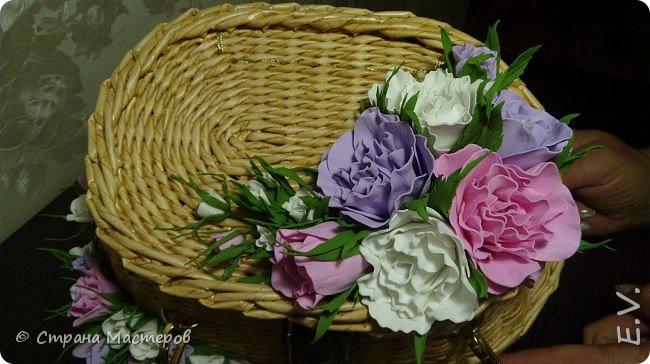 Доброго времени суток, гости и жители страны мастеров!!! Лето - замечательная пора.... и хочется сотворить что-то необычное... Позавидовала на сумочки наших мастериц.... и себе сплела... В декор добавила цветы из фоамирана... фото 4