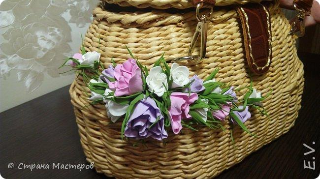Доброго времени суток, гости и жители страны мастеров!!! Лето - замечательная пора.... и хочется сотворить что-то необычное... Позавидовала на сумочки наших мастериц.... и себе сплела... В декор добавила цветы из фоамирана... фото 5