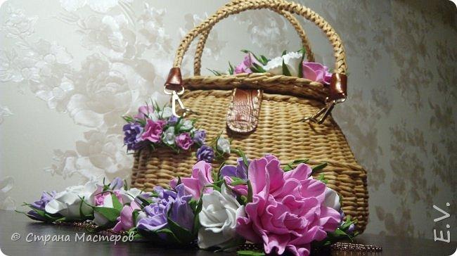 Доброго времени суток, гости и жители страны мастеров!!! Лето - замечательная пора.... и хочется сотворить что-то необычное... Позавидовала на сумочки наших мастериц.... и себе сплела... В декор добавила цветы из фоамирана... фото 11