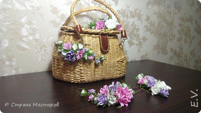 Доброго времени суток, гости и жители страны мастеров!!! Лето - замечательная пора.... и хочется сотворить что-то необычное... Позавидовала на сумочки наших мастериц.... и себе сплела... В декор добавила цветы из фоамирана... фото 12