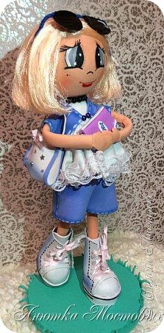 Решила по экспериментировать) куклу сделать не просто из фома, а немного разнообразить) Волосы -из атласной ленты, плюс мягкая футболочка) Очки-сьемные, при желании можно убрать)  фото 2